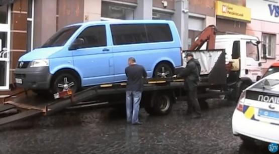 Муніціпальний евакуатор Мукачева вперше відпрацював оленя ВІДЕО