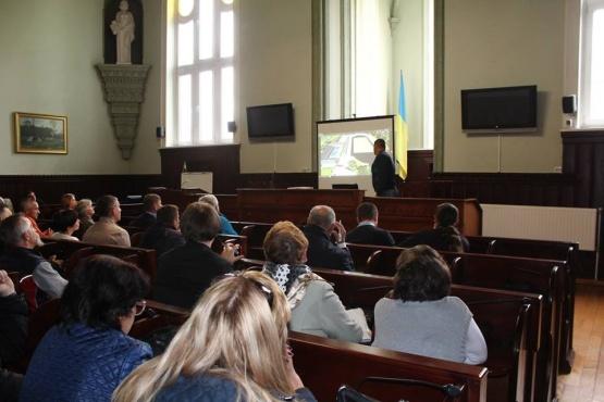 В Мукачеві презентували і обговорили проект реконструкції термального басейну та ДЮСШ. ВІДЕО